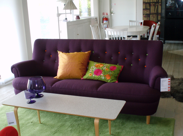 Vrålsnygg lila soffa