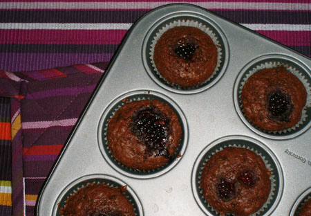Muffins med choklad och björnbär