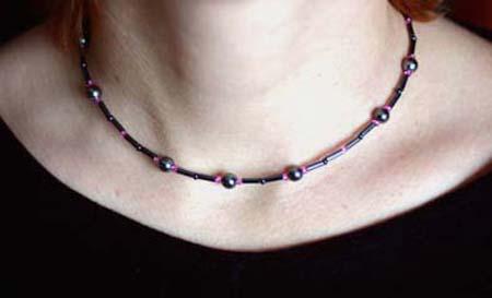 Halsband i svart och rosa