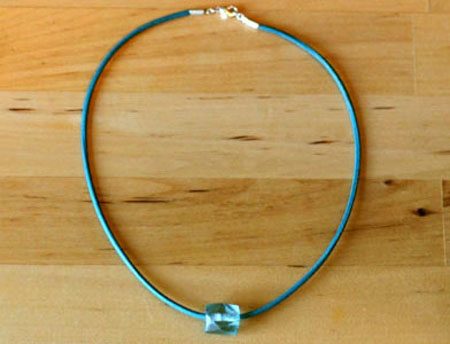 Turquoise bead och turquoise leather string